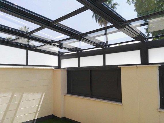 porche-cadiz-techo-movil-cortinas-cristal-5