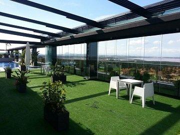 Hotel Doña Montse - Terraza con Cortinas de Cristal