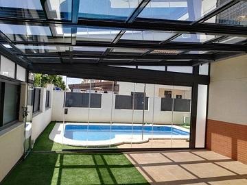 Porche en Cádiz - Techo Móvil y Cerramiento Abatible