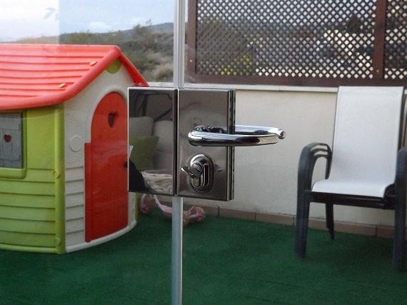 terraza-atcio-granada-cortina-cristal-techo-fijo-1