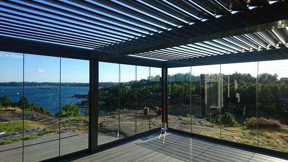 terraza-oliva-valencia-pergola-bioclimatica-retractil-corredera-sin-perfiles-11